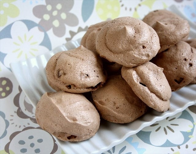 I was browsing my recipe binder the other day and came upon this recipe for Chocolate Meringue Kisses from All You magazine. It only had 5 ingredients and looked pretty easy so I decided to whip up a batch for family night.
