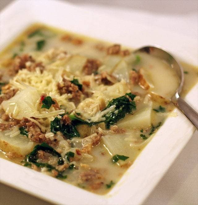 Zuppa toscana italian potato sausage soup butter with a side of bread for Olive garden potato sausage kale soup recipe