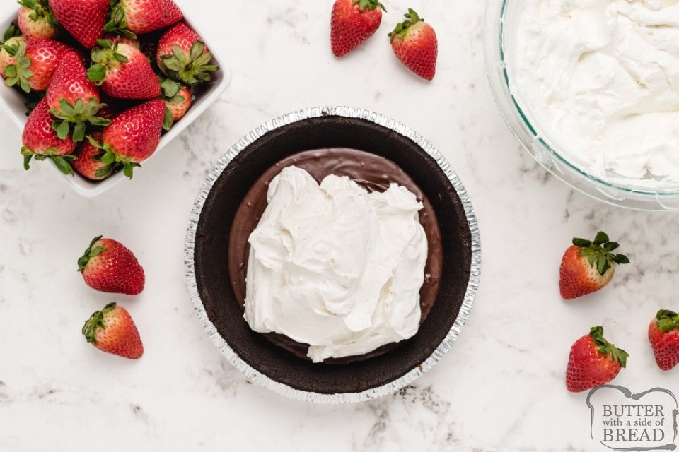 How to make no-bake strawberry pie with cream filling
