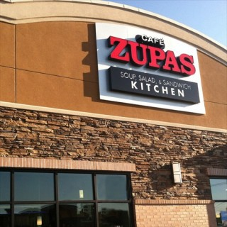 RESTAURANT REVIEW: CAFE ZUPAS {the only place I'll willingly eat soup in 100+ degree weather}