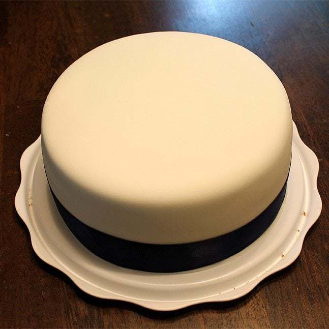 HOW TO COVER A CAKE IN FONDANT - Butter with a Side of Bread