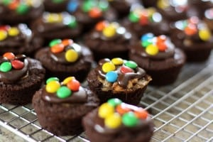 Snickers Brownie Bites are the most delicious little treat! With a dollop of icing and mini M&M's on them, they are the cutest treat to take to parties!