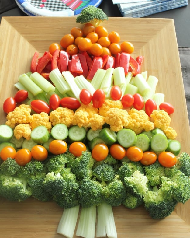20 FESTIVE HOLIDAY VEGETABLE TRAYS - Butter with a Side of Bread