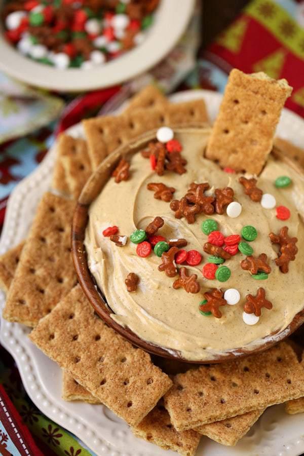 delicious-gingerbread-cheesecake-dip