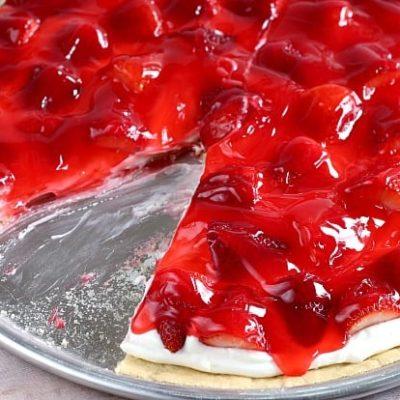 GLAZED STRAWBERRY FRUIT PIZZA
