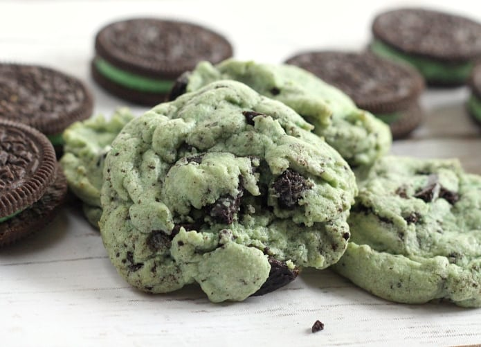Mint Oreo Pudding Cookies are soft, chewy and full of mint flavor, Oreo pudding mix and crumbled Oreo cookies! The mint and chocolate flavor combination is a winner in these amazing cookies!