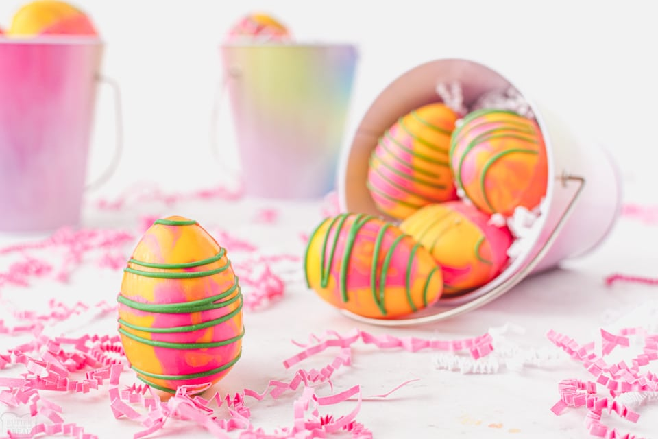 How to Make Easter Hot Chocolate Bombs